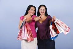 Donna che indica e che tiene i sacchetti di acquisto Immagini Stock