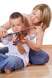 Donna che insegna al suo figlio Fotografie Stock Libere da Diritti