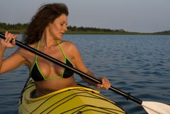 Donna che Kayaking Immagine Stock Libera da Diritti
