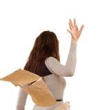 Donna che lancia da parte le carte nella rabbia fotografia stock libera da diritti