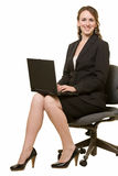Donna che lavora al computer portatile fotografia stock libera da diritti