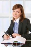 Donna che lavora con i documenti Fotografia Stock Libera da Diritti
