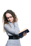 Donna che legge vecchio libro Immagini Stock