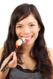 Donna che mangia i sushi Fotografia Stock