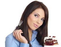 Donna che mangia la torta. fotografie stock
