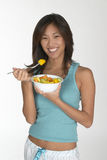 Donna che mangia mellon fotografia stock libera da diritti