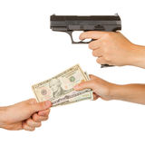 Donna che minaccia per una pistola nera Immagini Stock Libere da Diritti