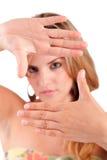 Donna che mostra gesto di mano d'inquadramento Immagini Stock