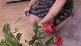 Donna che ordina le rose