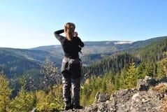 Donna che osserva in avanti Fotografie Stock Libere da Diritti