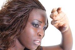 Donna che ostruisce indicatore luminoso Immagini Stock