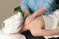 Donna che ottiene massaggio Fotografia Stock Libera da Diritti