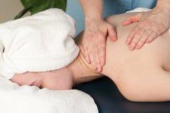 Donna che ottiene massaggio Immagini Stock Libere da Diritti