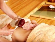 Donna che ottiene massaggio. Immagine Stock Libera da Diritti