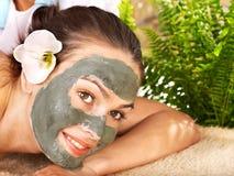 Donna che ottiene massaggio in stazione termale. Fotografia Stock