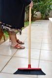 Donna che per mezzo di una scopa Immagine Stock Libera da Diritti