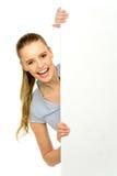 Donna che pigola fuori da dietro il tabellone per le affissioni Fotografia Stock Libera da Diritti