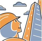 Donna che porta cappello duro che esamina in su l'edificio alto Fotografia Stock Libera da Diritti