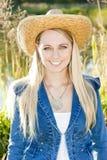 Donna che porta un cappello Immagine Stock