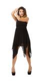 Donna che posa con il vestito nero fotografia stock