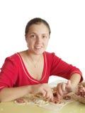 Donna che produce le polpette della carne Fotografia Stock Libera da Diritti