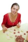 Donna che produce le polpette della carne Fotografie Stock Libere da Diritti