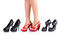 Donna che prova le nuove scarpe Fotografie Stock Libere da Diritti