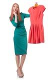 Donna che prova nuovo abbigliamento Immagini Stock