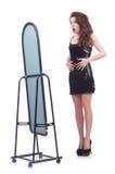 Donna che prova nuovo abbigliamento Fotografie Stock