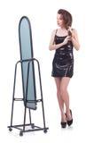 Donna che prova nuovo abbigliamento Immagine Stock