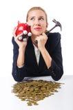 Donna che prova a rompere piggybank Fotografia Stock Libera da Diritti