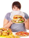 Donna che rifiuta alimenti a rapida preparazione. Immagini Stock