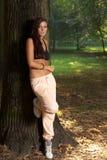 Donna che riposa nella sosta Fotografia Stock Libera da Diritti