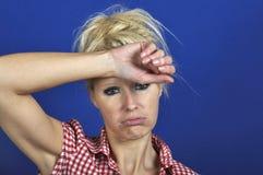 Donna che sembra scoraggiata Fotografia Stock