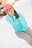 Donna che si esercita fra la neve ed il ghiaccio Fotografie Stock Libere da Diritti