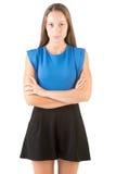 Donna che si leva in piedi con le braccia attraversate Fotografia Stock