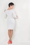 Donna che si leva in piedi parete vicina Fotografia Stock