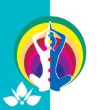 Donna che si siede nella posizione di yoga con il cerchio - vector l'illustrazione Immagini Stock