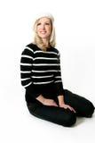 Donna che si siede sul pavimento Fotografie Stock