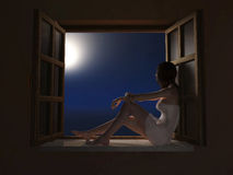 Donna che si siede sul windowsill alla notte Fotografia Stock Libera da Diritti