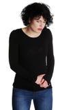 Donna che soffre con il dolore in sua pancia Fotografia Stock