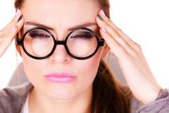 Donna che soffre dal dolore di emicrania di emicrania Fotografia Stock