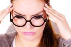 Donna che soffre dal dolore di emicrania di emicrania Fotografie Stock