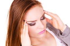 Donna che soffre dal dolore di emicrania di emicrania Fotografie Stock Libere da Diritti