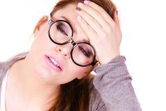 Donna che soffre dal dolore di emicrania di emicrania Immagini Stock Libere da Diritti