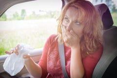 Donna che soffre dalla cinetosi Fotografia Stock