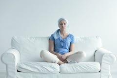 Donna che soffre per l'alopecia Immagini Stock