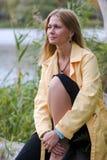 Donna che sogna su un albero Immagine Stock Libera da Diritti