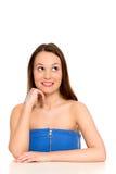 Donna che sorride e che osserva in su Fotografia Stock