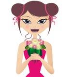 Donna che sorride e che tiene un mazzo di colore rosa e di briciolo Fotografie Stock